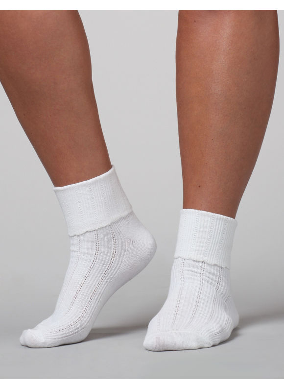 Catherines Plus Size Scallop Ribbed Ankle Socks - Womens Size One Size white $6.00 AT vintagedancer.com