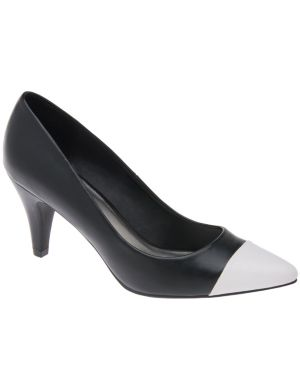 Pointed cap toe pump