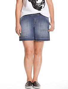 Released hem cargo jean short